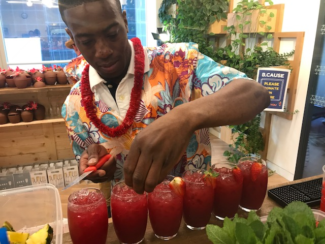 trained mixologist for making cocktails at event